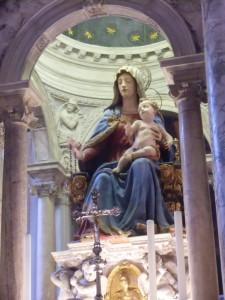 サンティ・ジョヴァンニ・エ・パオロ教会聖母子像