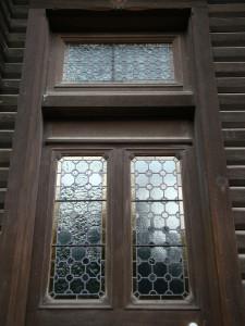 ビリヤード場の扉